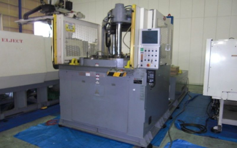 Nissei 220T Vertical clamping transverse injection molding machine TNX 220 R 100 A 2010